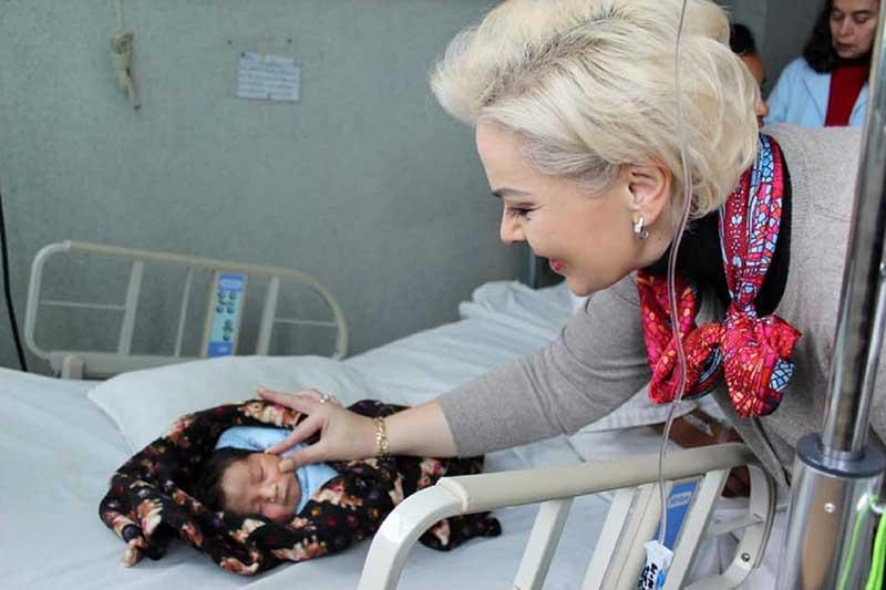 Voluntariado del ISEM entrega kits para el cuidado de recién nacidos