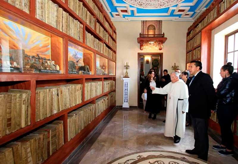 Alcalde de Toluca inaugura biblioteca, joya histórica y cultural