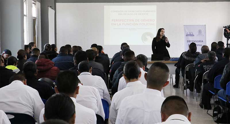 Capacitan a policías de Toluca para prevenir la violencia hacia las mujeres