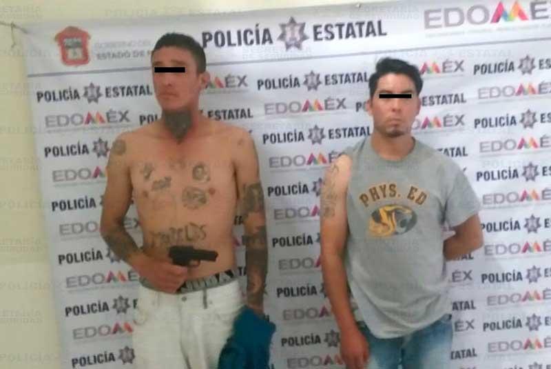 Policías detienen a asaltantes de una farmacia en Rayón