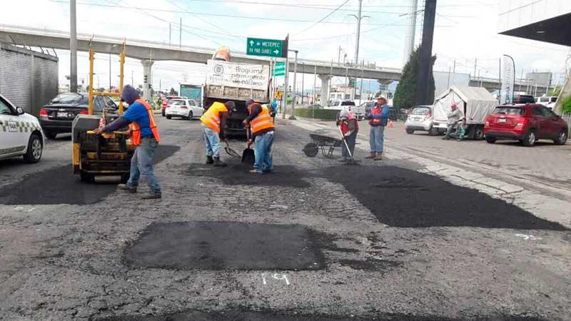 Toluca recupera calles y avenidas a través del bacheo
