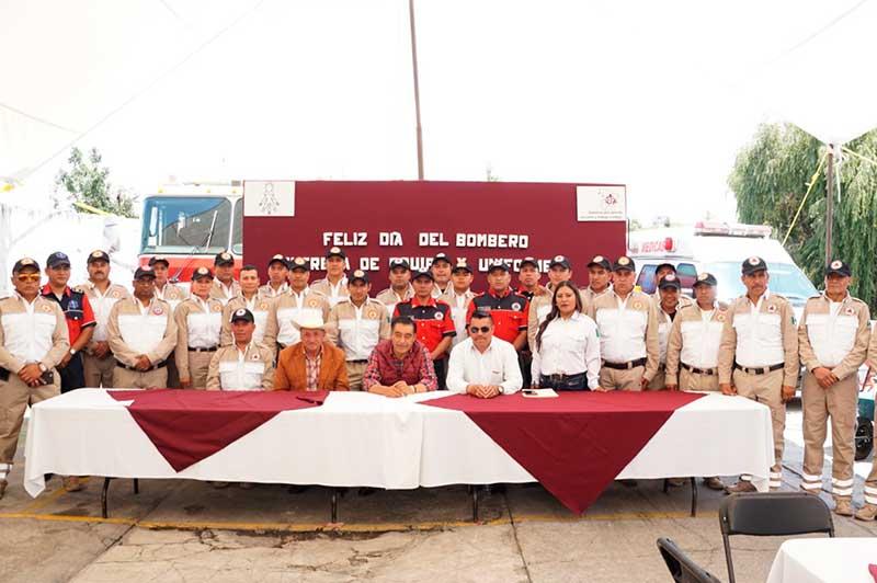 Celebran el Día del Bombero con entrega de uniformes y equipos en Almoloya de Juárez