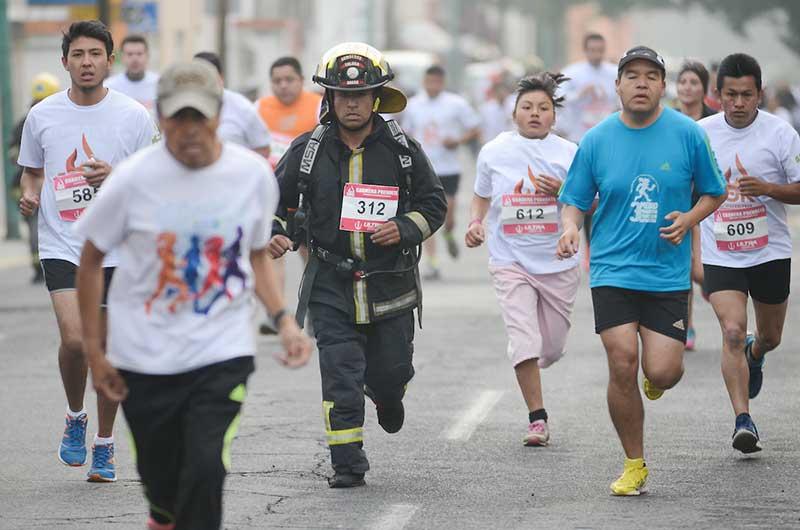 """Invitan a participar en la 7ª carrera """"Préndete"""" a beneficio de los bomberos de Toluca"""