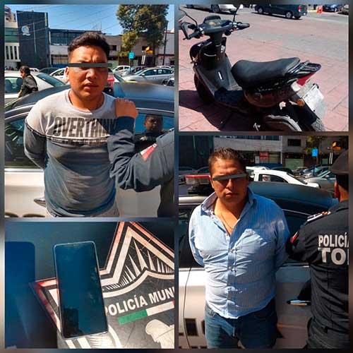 Policias detienen, en el Centro de Toluca, a dos asaltantes a bordo de motoneta