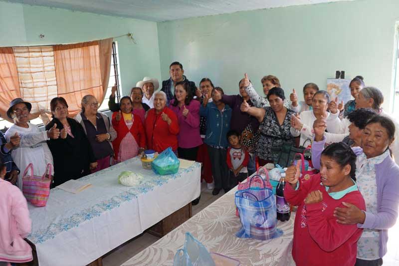 Convive DIF de Almoloya de Juárez con grupos de adultos mayores