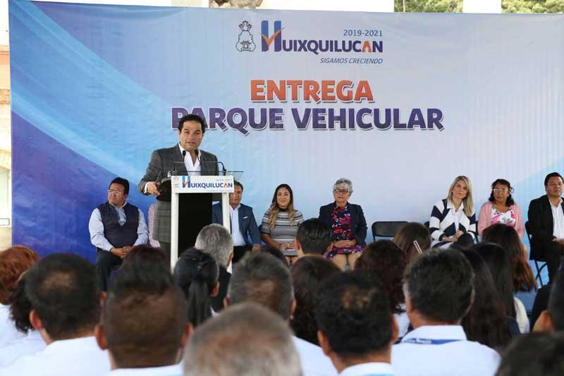 Gobierno de Huixquilucan entrega autos para trabajo operativo