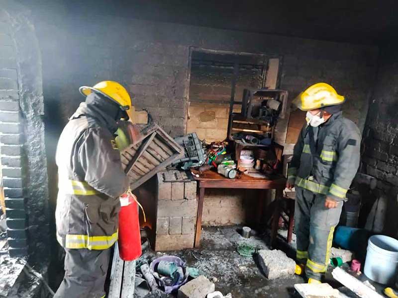 Explota taller clandestino de pirotecnia en Zinacantepec
