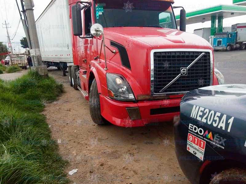 Recuperan en Otzolotepec trailer con mercancía millonaria robado en Tepotzotlán
