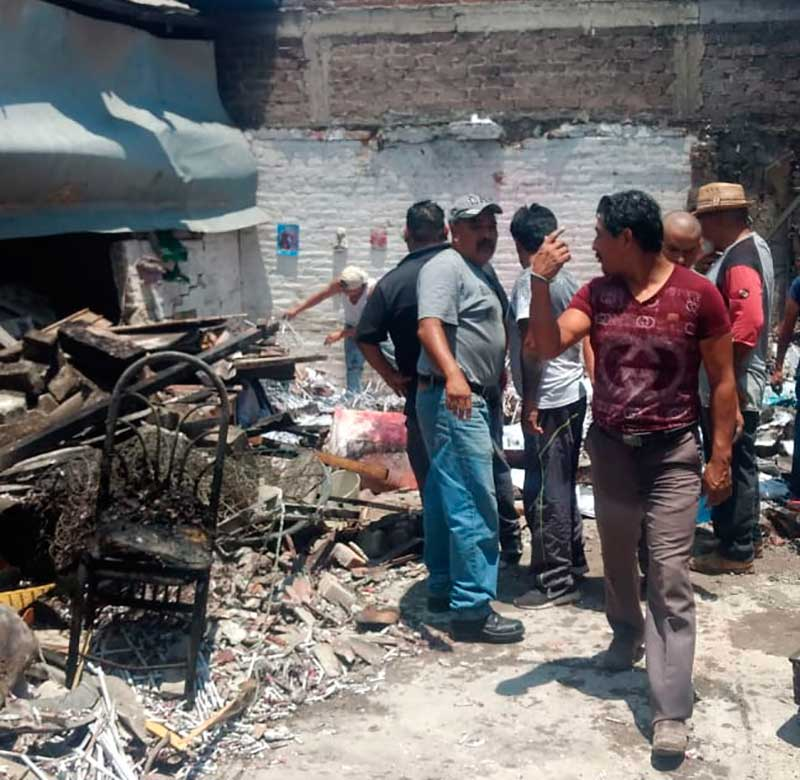 Explota taller clandestino de pirotecnia en Tultepec, hay dos muertos