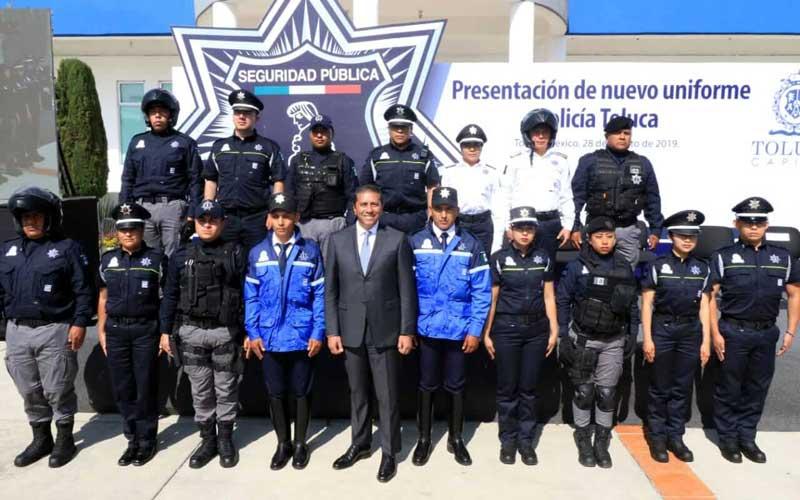 Presentan los nuevos uniformes de la Policía de Toluca