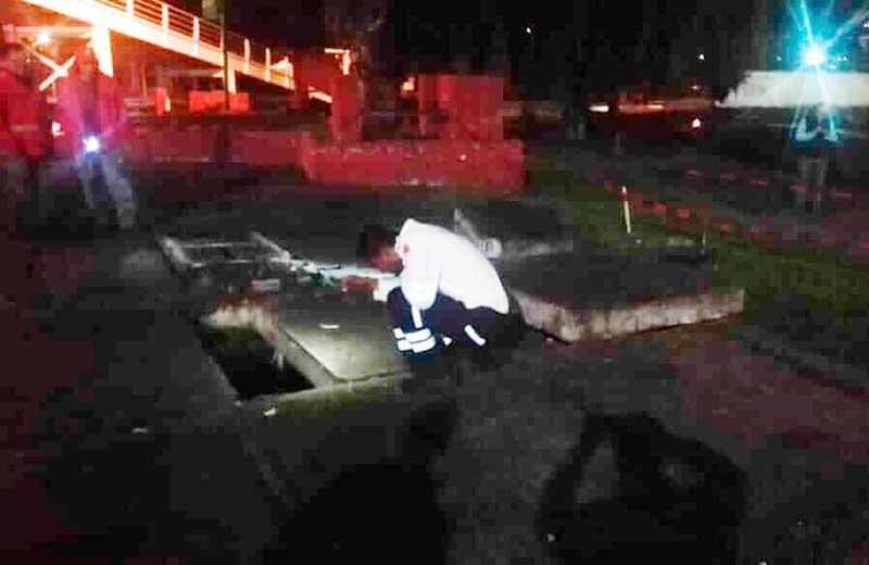 La fuerza del afluente del río Verdiguel mueve placas de concreto en la Col Morelos