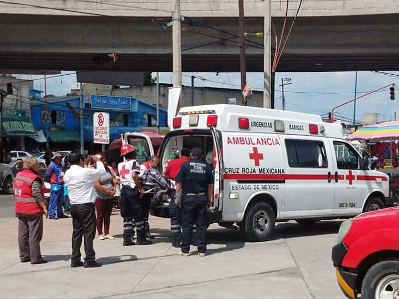 Bebé nació en un taxi, bomberos de Zinacantepec asistieron el parto