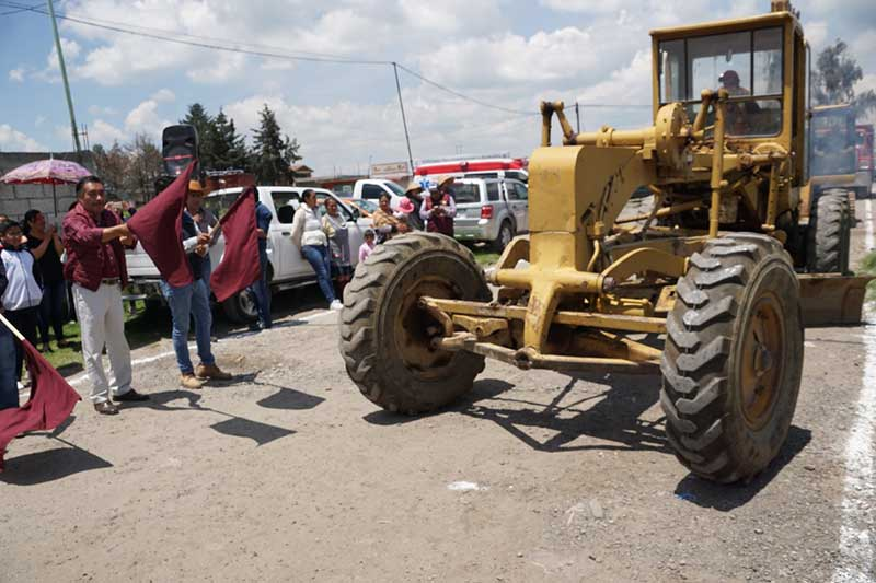 Inician trabajos de pavimentación en la calle Emiliano Zapata de Mina México