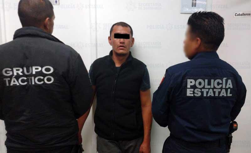 Detienen en Lerma a sujeto con tarjetas bancarias en un auto con reporte de robo
