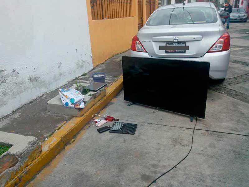 Detienen a 3 cuando robaban una casa en la colonia Federal de Toluca