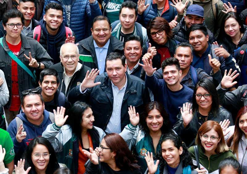 125 alumnos de 41 municipios reciben beca para estudiar en el extranjero