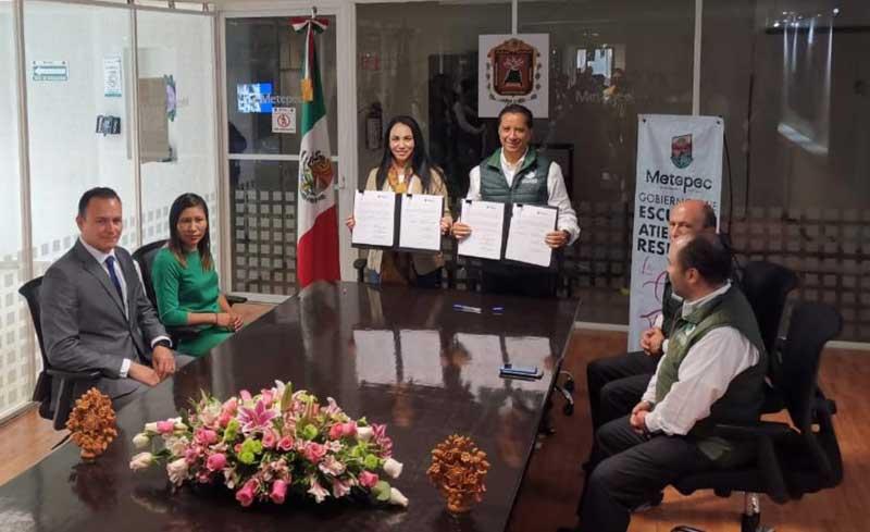 Gaby Gamboa firma en Metepec convenio con la Comisión Estatal de los Derechos Humanos