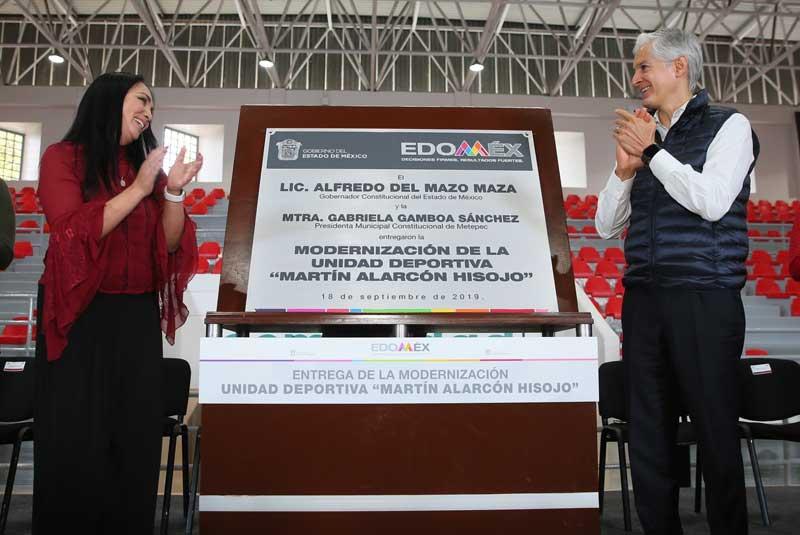Entrega gobernador modernización de unidad Deportiva en Metepec