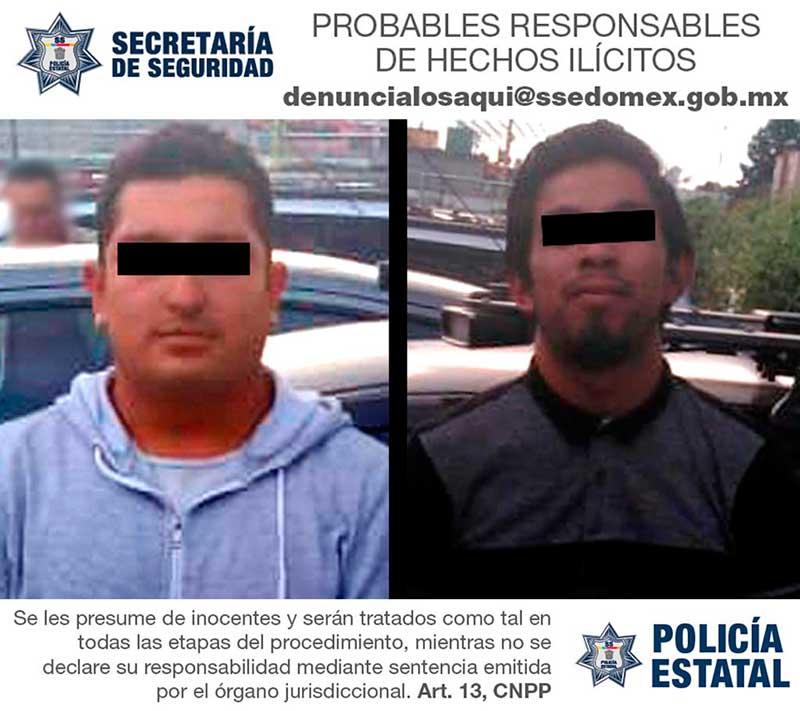 Recuperan auto robado en tianguis de Santiago Tianguistenco