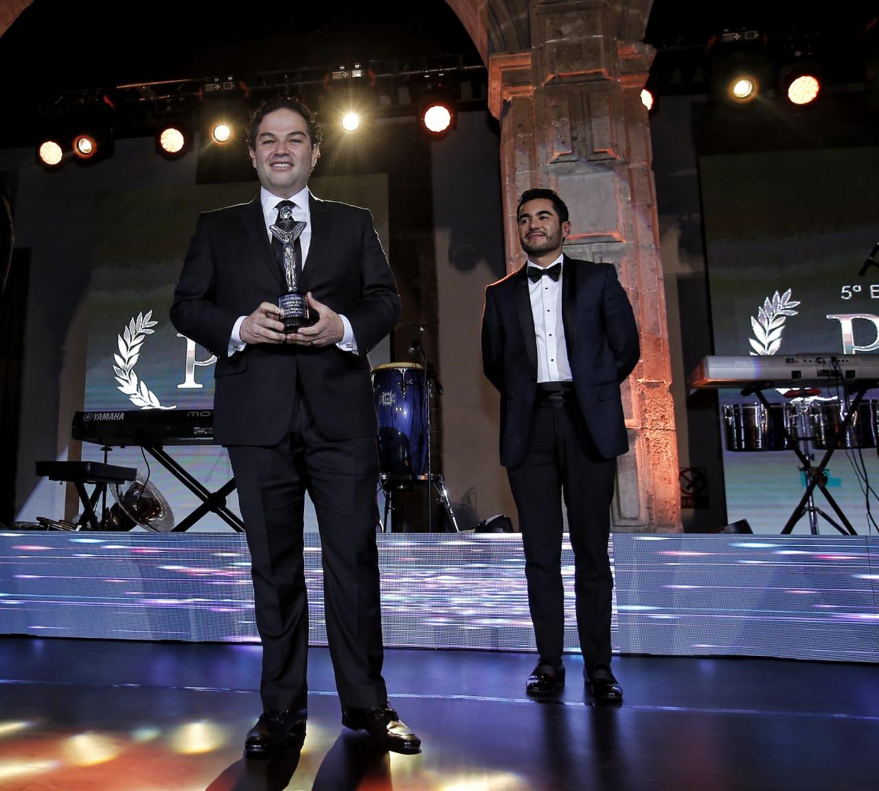 Distinguen a Enrique Vargas del Villar con el premio al mejor Alcalde del año en el pais