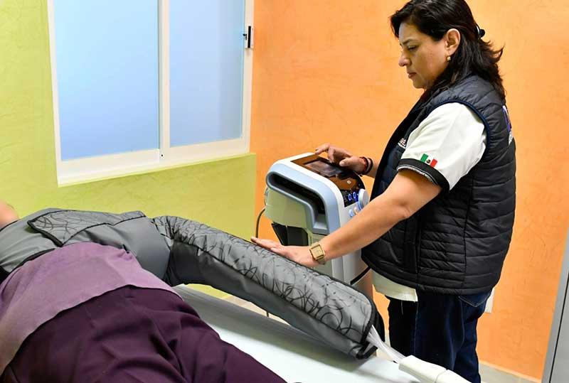 Brinda DIFEM presoterapia a pacientes con secuelas de Cáncer de Mama