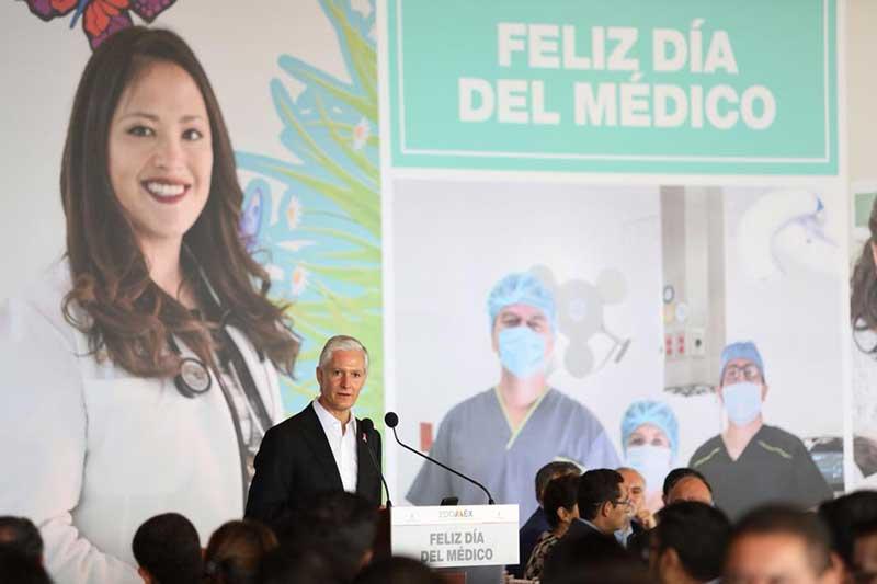 Reconoce gobernador trabajo de médicos en el Edomex