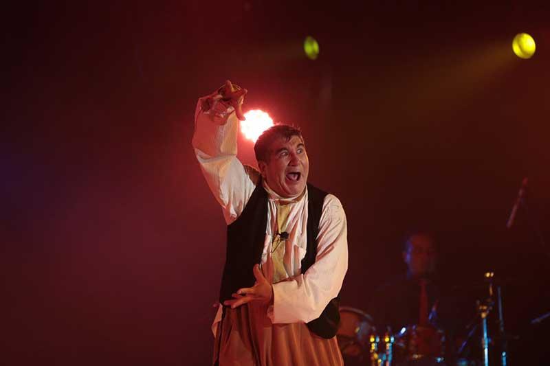 Roba sonrisas el arte circense en el Festival de las Almas 2019