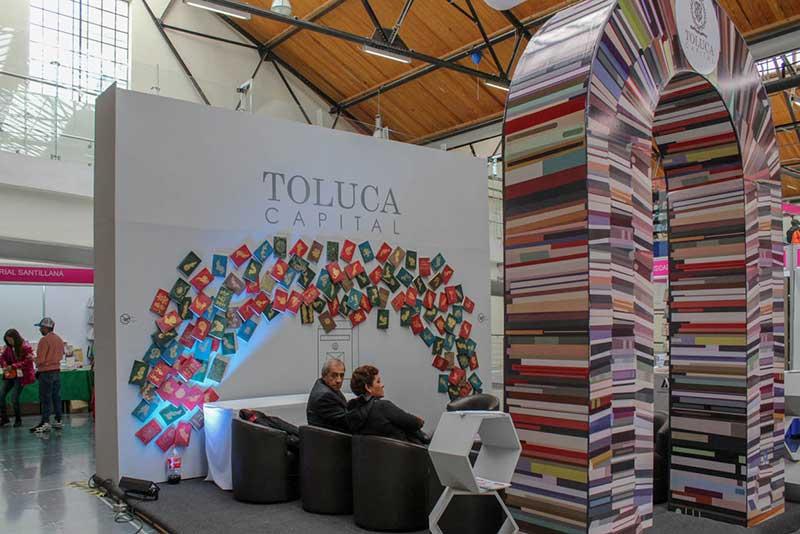Miles de personas disfrutan la FILEM en Toluca