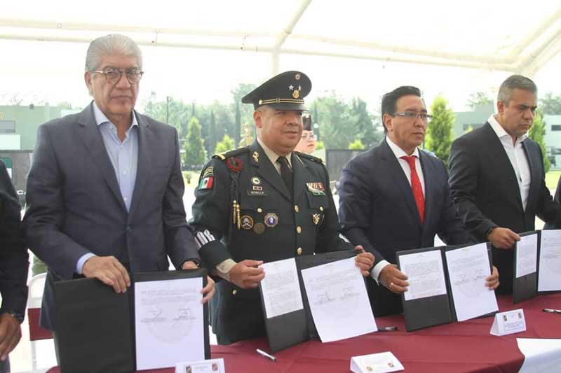 Alcaldes de la zona oriente firman contratos para instalaciones de la Guardia Nacional