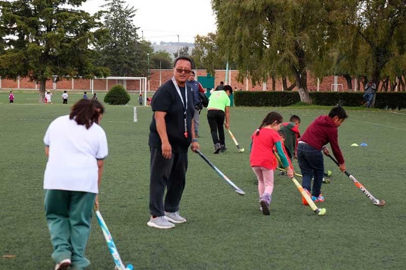 Inicia actividades escuela de Hockey sobre pasto en Zinacantepec