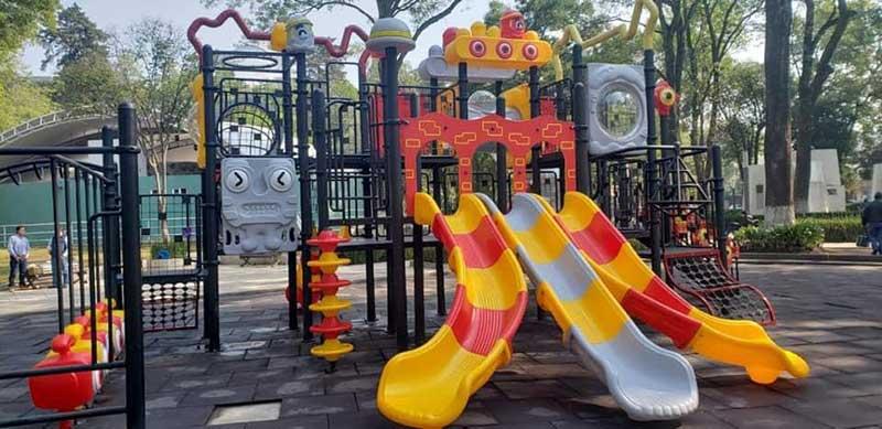 Promueve Toluca diversión de niños y niñas; instala juegos infantiles en 25 parques y jardines