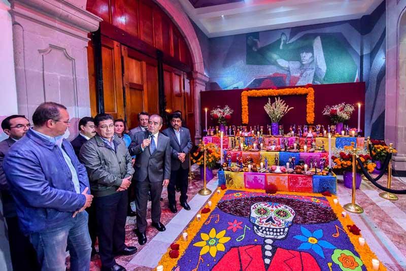 Inauguran ofrenda de Día de Muertos en el Poder Legislativo