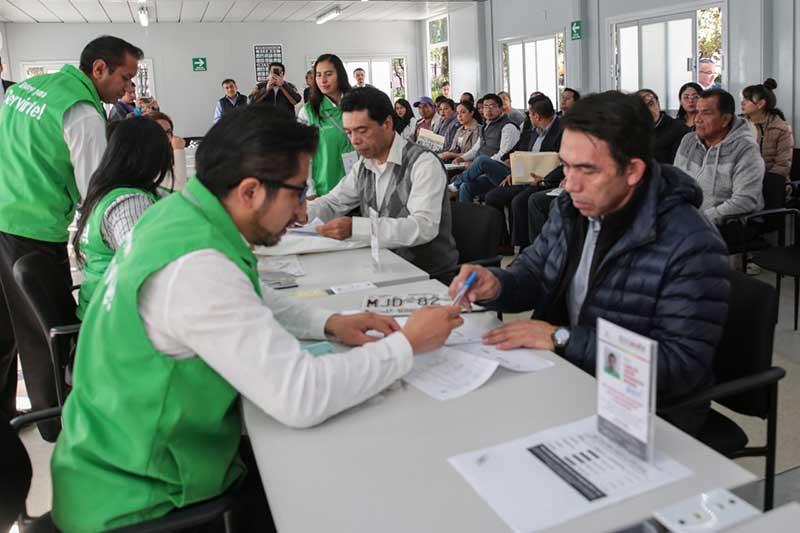 Inauguran módulo para entrega de placas en la Alameda de Toluca