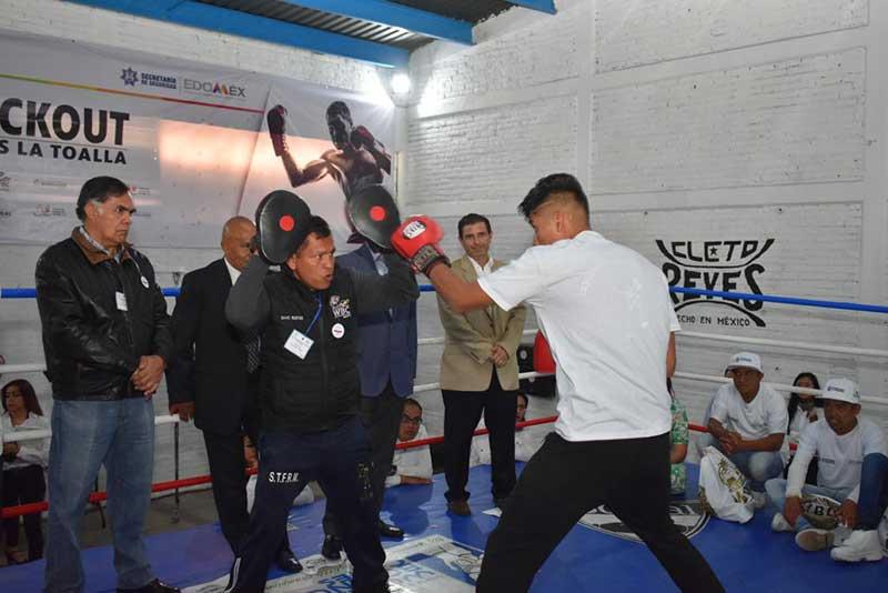 Inician taller de boxeo para adolescentes internados en la Quinta del Bosque