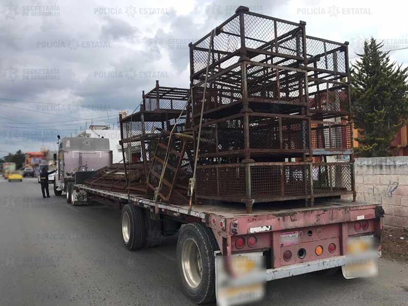 Policías recuperan tracto camión robado en predio de San Pablo Autocpan