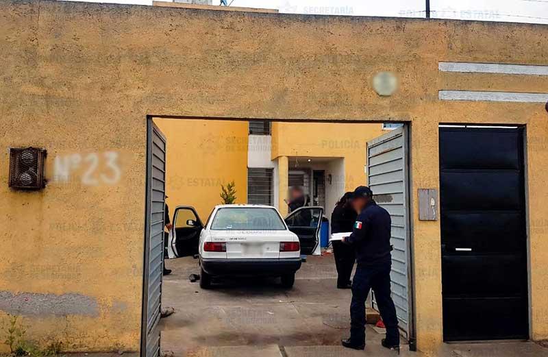Policías catean casa en San Miguel Totoltepec Toluca y recuperan dos autos robados