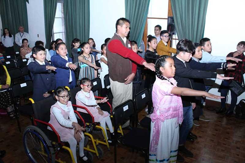Rinden protesta integrantes del Cabildo Infantil y Juvenil de Toluca