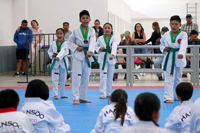 Forman Taekwondoínes en la Ciudad Deportiva EdoMéx