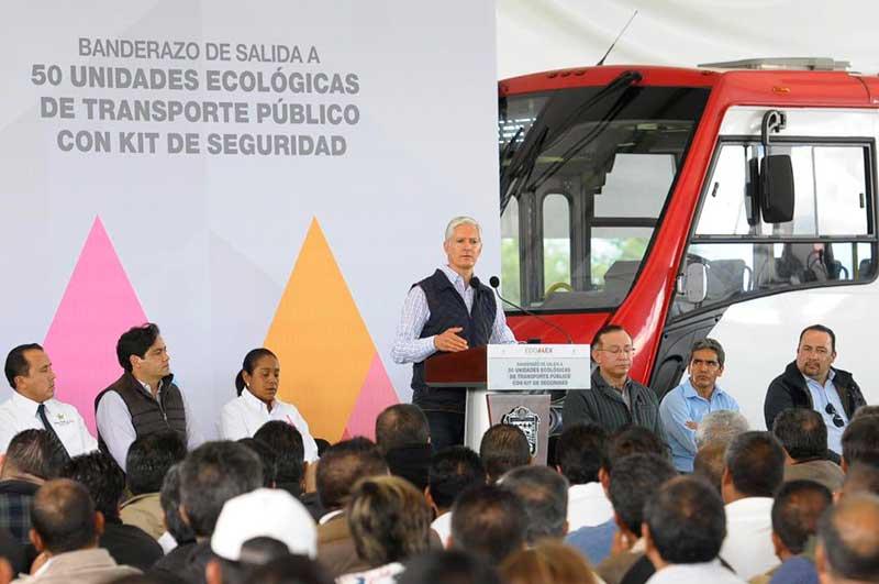Gobernador da banderazo de salida a 50 camiones con kit de seguridad para Toluca