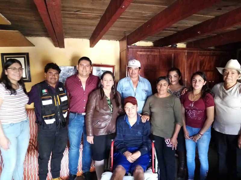 Realiza DIF Almoloya de Juárez entrega de sillas de ruedas