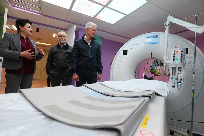 Alfredo del Mazo entrega tomógrafo al hospital para el niño