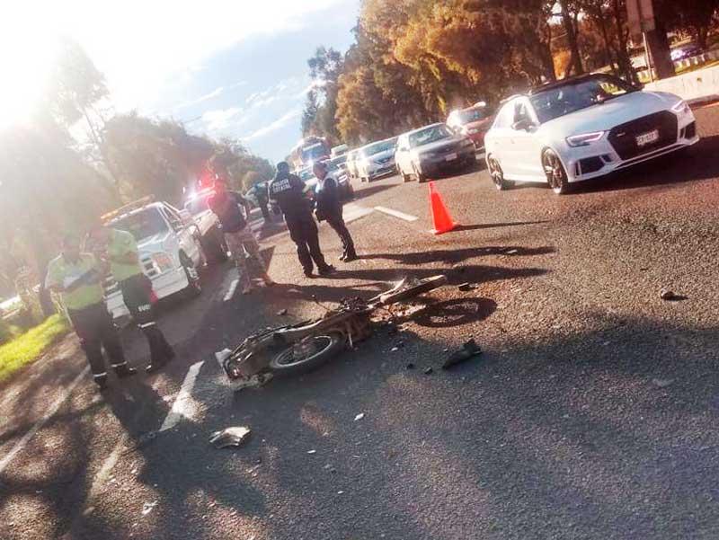 Hombre pierde el control de su motocicleta y muere en Tollocan