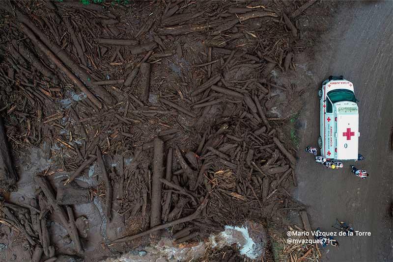La lluvia y los talamontes provocaron deslaves de tierra y troncos en Ocuilan