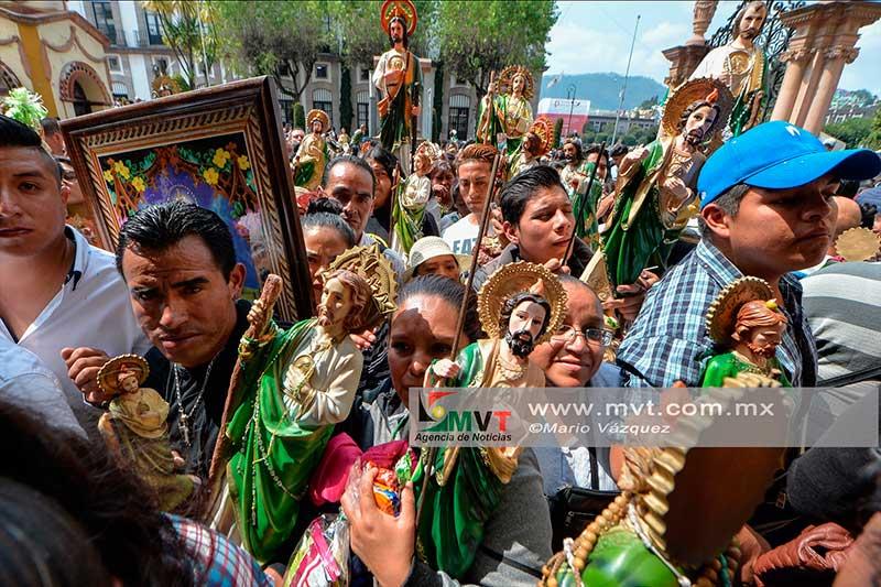Festejan en Toluca a San Judas Tadeo, el santo de las causas difíciles