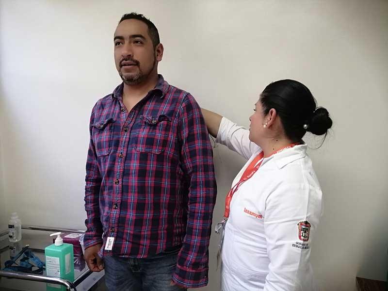 Previene ISSEMYM enfermedades entre derechohabientes varones