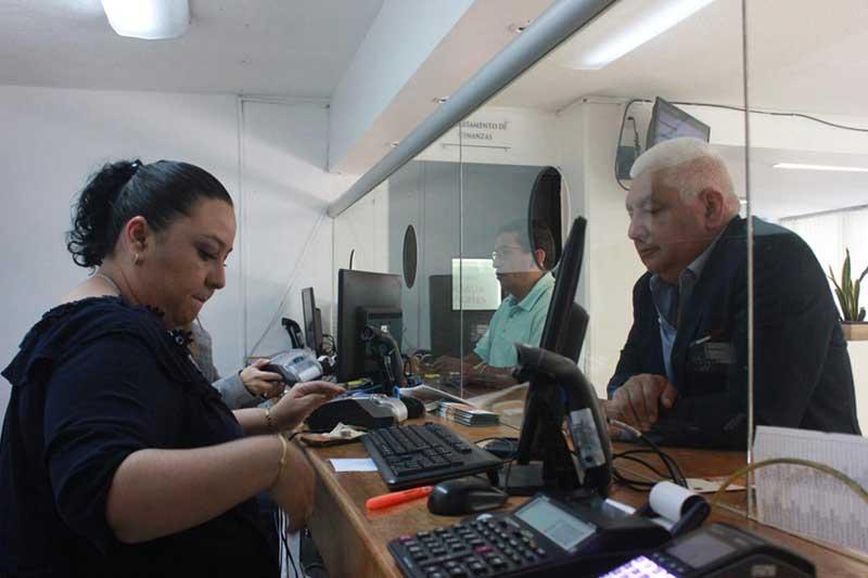 Aprovechan vecinos de Metepec descuentos del Municipio para regularizarse
