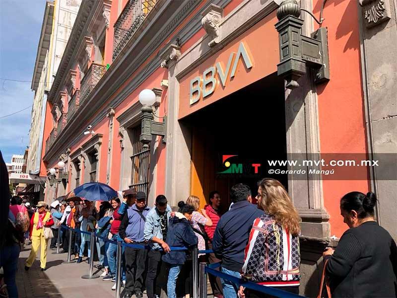 Asaltan a usuario dentro del Bancomer en los portales de Toluca