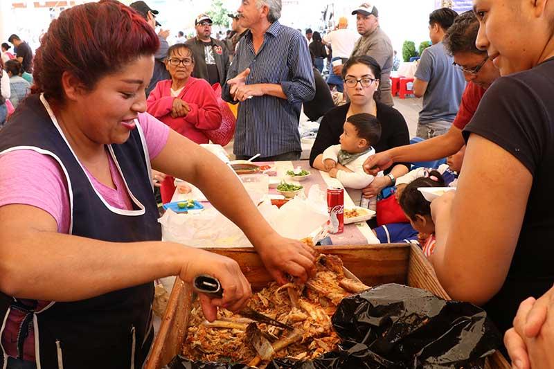 Concluye con éxito la primera feria de la barbacoa y el pulque en Huixquilucan