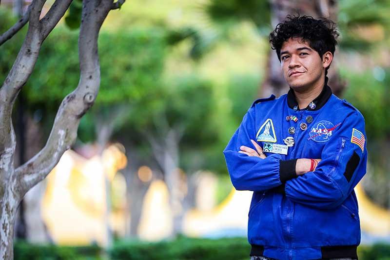 Gobierno del Edomex reconoce talento de joven galardonado por la NASA