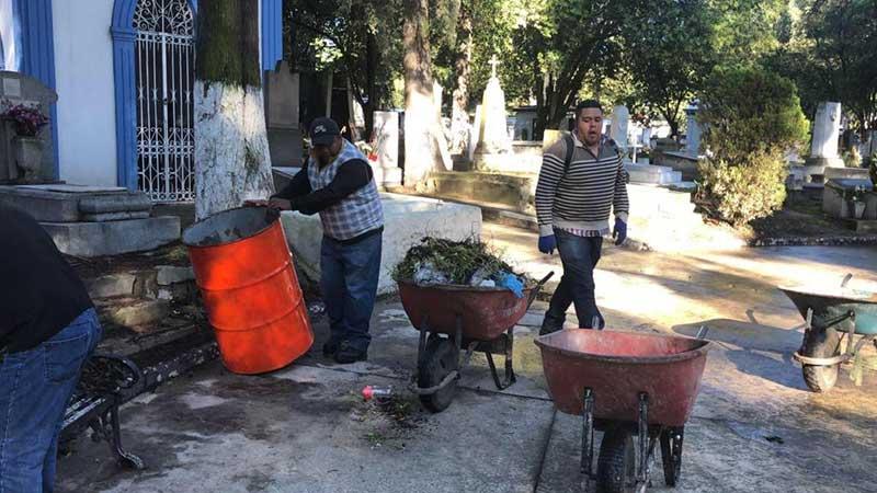 Servicios Públicos recolectó 434 toneladas de basura en los panteones de Toluca